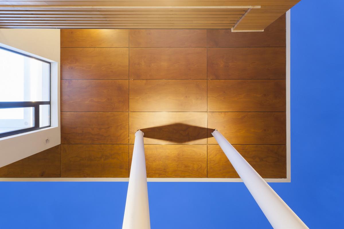 https://nbc-arhitect.ro/wp-content/uploads/2020/10/NBC-ARHITECT-_-housing-_-Sandu-Aldea-House-Villa-_-exterior-view-_-entrance_2.jpg