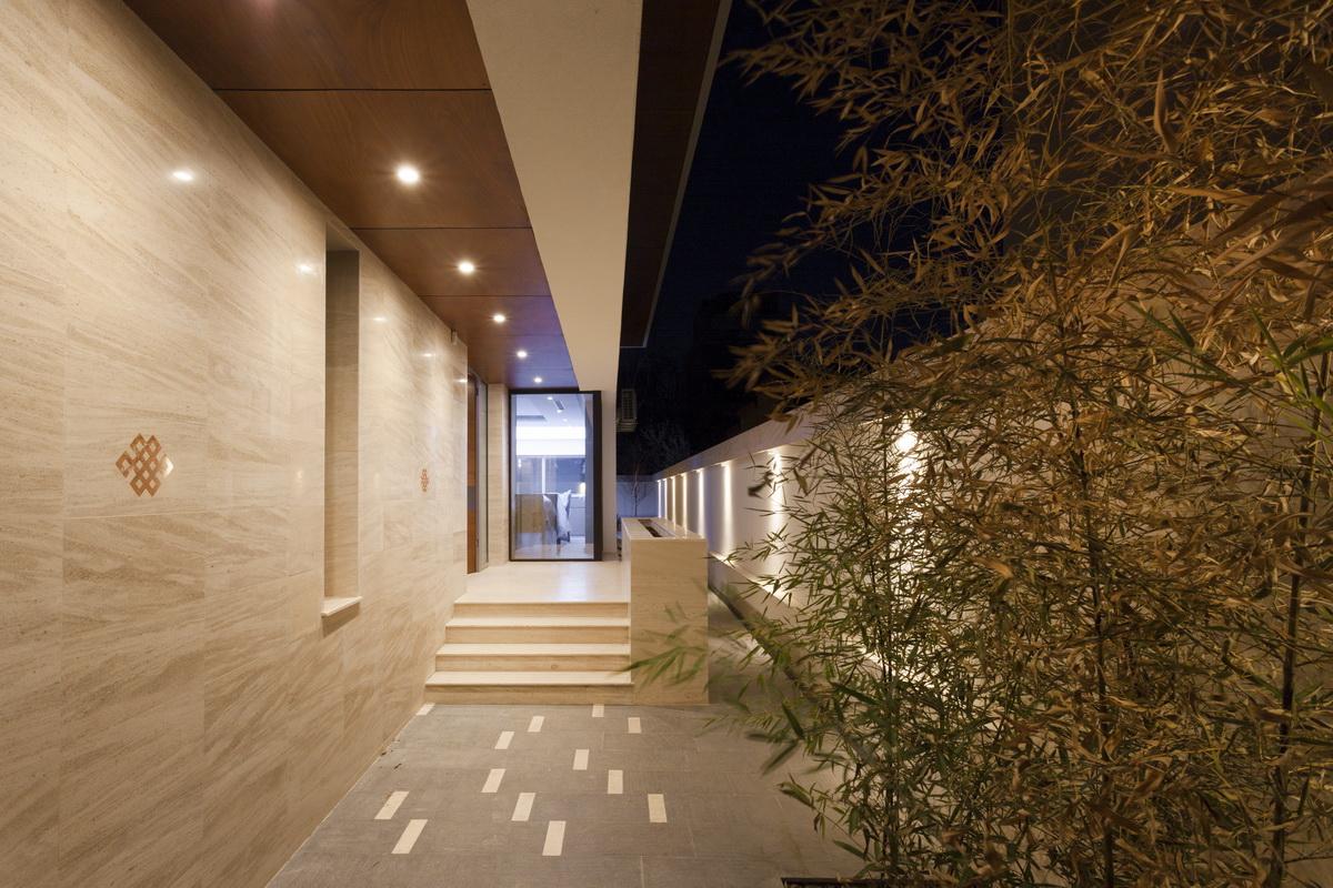 https://nbc-arhitect.ro/wp-content/uploads/2020/10/NBC-ARHITECT-_-housing-_-Sandu-Aldea-House-Villa-_-exterior-view-_-entrance_4.jpg