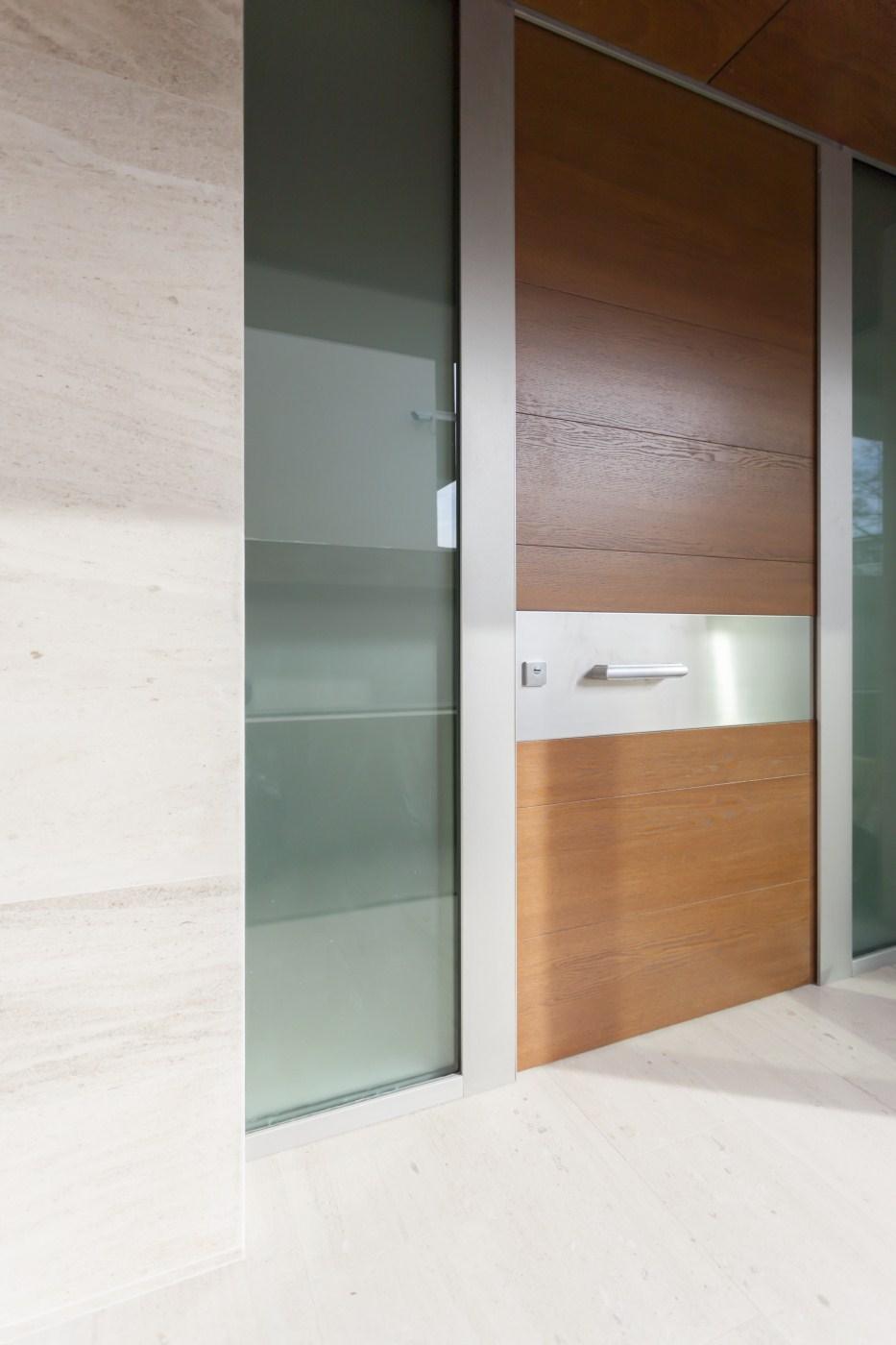 https://nbc-arhitect.ro/wp-content/uploads/2020/10/NBC-ARHITECT-_-housing-_-Sandu-Aldea-House-Villa-_-exterior-view-_-entrance_5.jpg