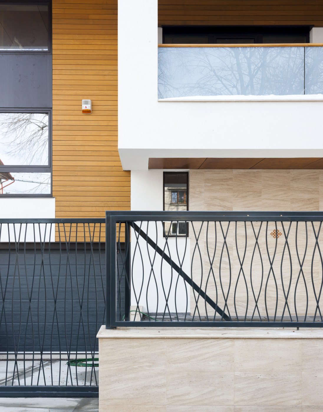 https://nbc-arhitect.ro/wp-content/uploads/2020/10/NBC-ARHITECT-_-housing-_-Sandu-Aldea-House-Villa-_-exterior-view_1.jpg