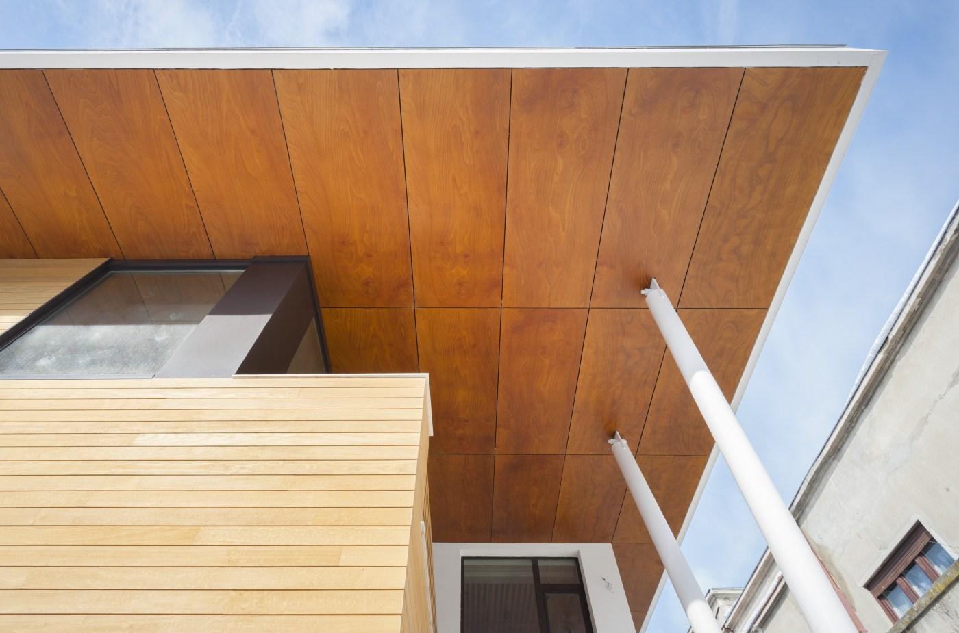 https://nbc-arhitect.ro/wp-content/uploads/2020/10/NBC-ARHITECT-_-housing-_-Sandu-Aldea-House-Villa-_-exterior-view_4.jpg