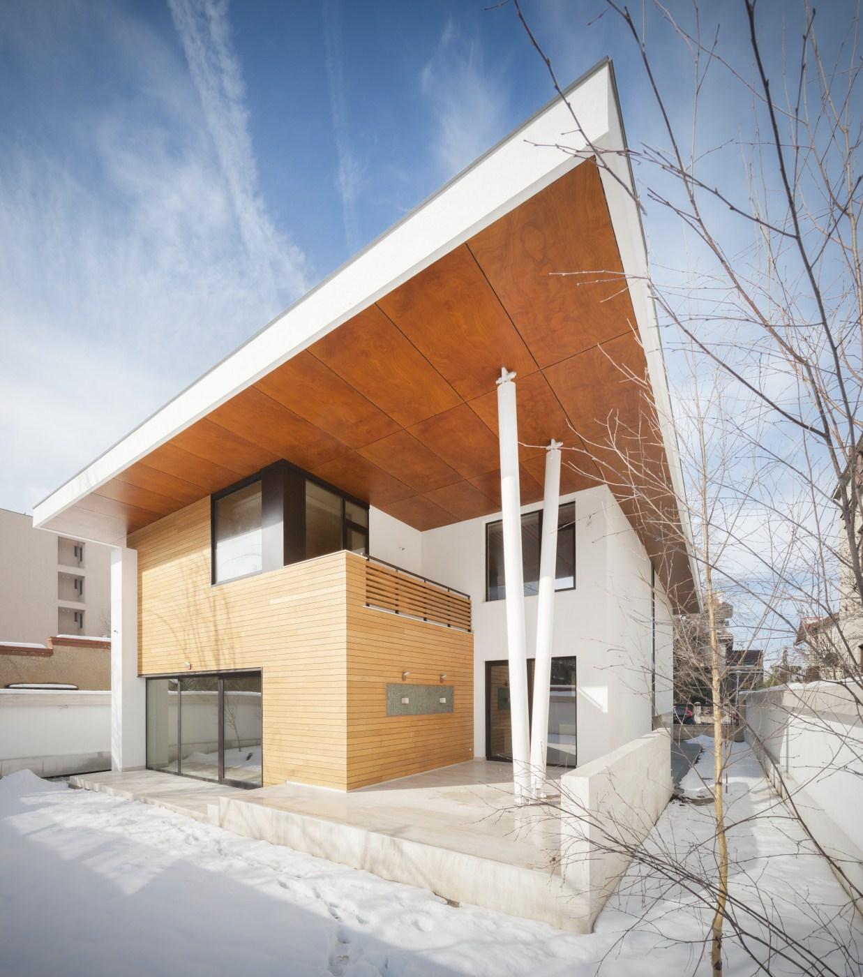 https://nbc-arhitect.ro/wp-content/uploads/2020/10/NBC-ARHITECT-_-housing-_-Sandu-Aldea-House-Villa-_-exterior-view_5.jpg