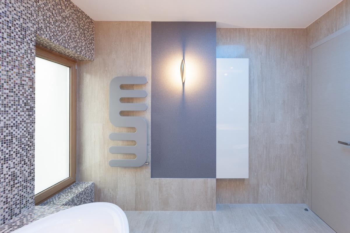 https://nbc-arhitect.ro/wp-content/uploads/2020/10/NBC-ARHITECT-_-housing-_-Sandu-Aldea-House-Villa-_-interior-view-_-bathroom_3.jpg