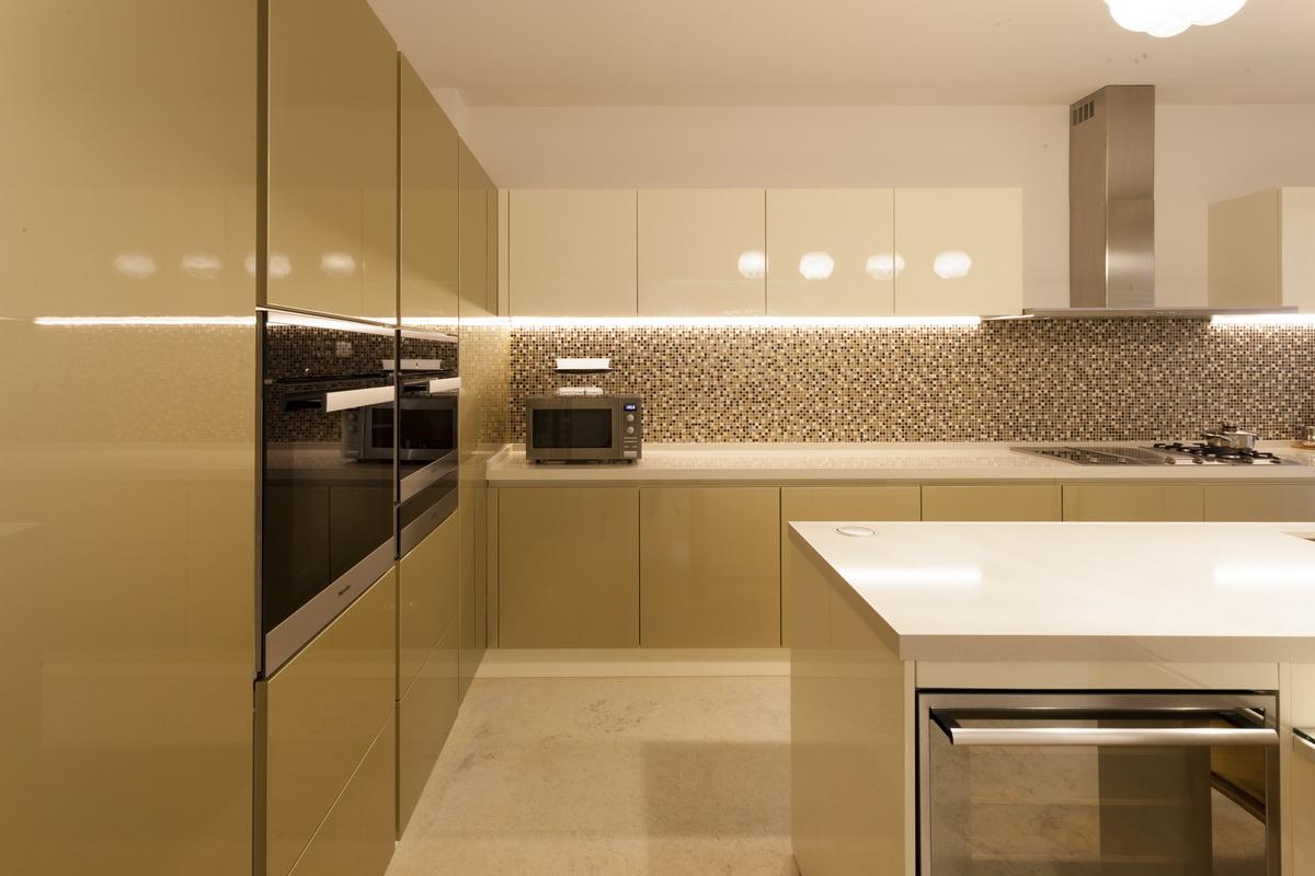 https://nbc-arhitect.ro/wp-content/uploads/2020/10/NBC-ARHITECT-_-housing-_-Sandu-Aldea-House-Villa-_-interior-view-_-kitchen_2.jpg