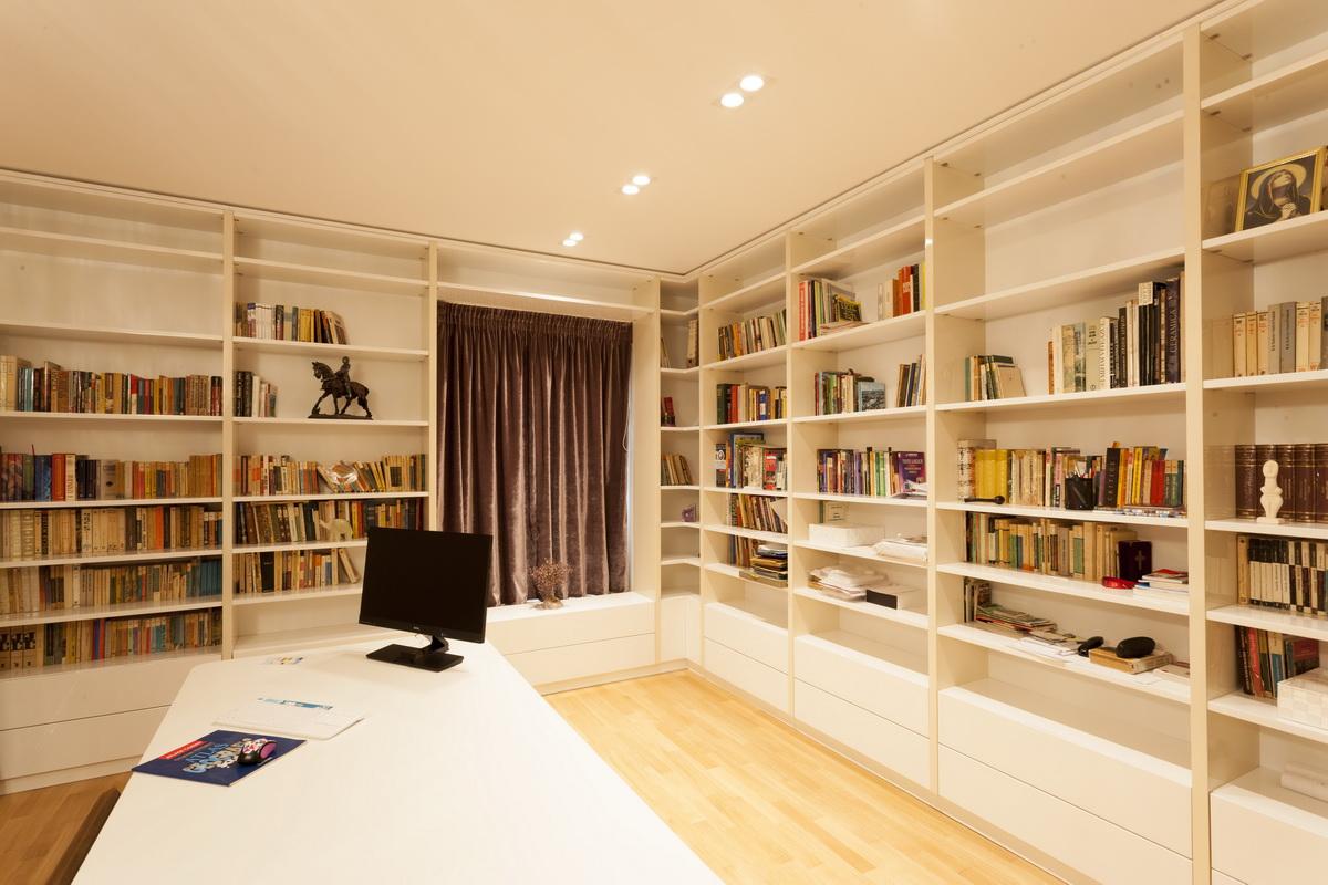 https://nbc-arhitect.ro/wp-content/uploads/2020/10/NBC-ARHITECT-_-housing-_-Sandu-Aldea-House-Villa-_-interior-view-_-office_1.jpg