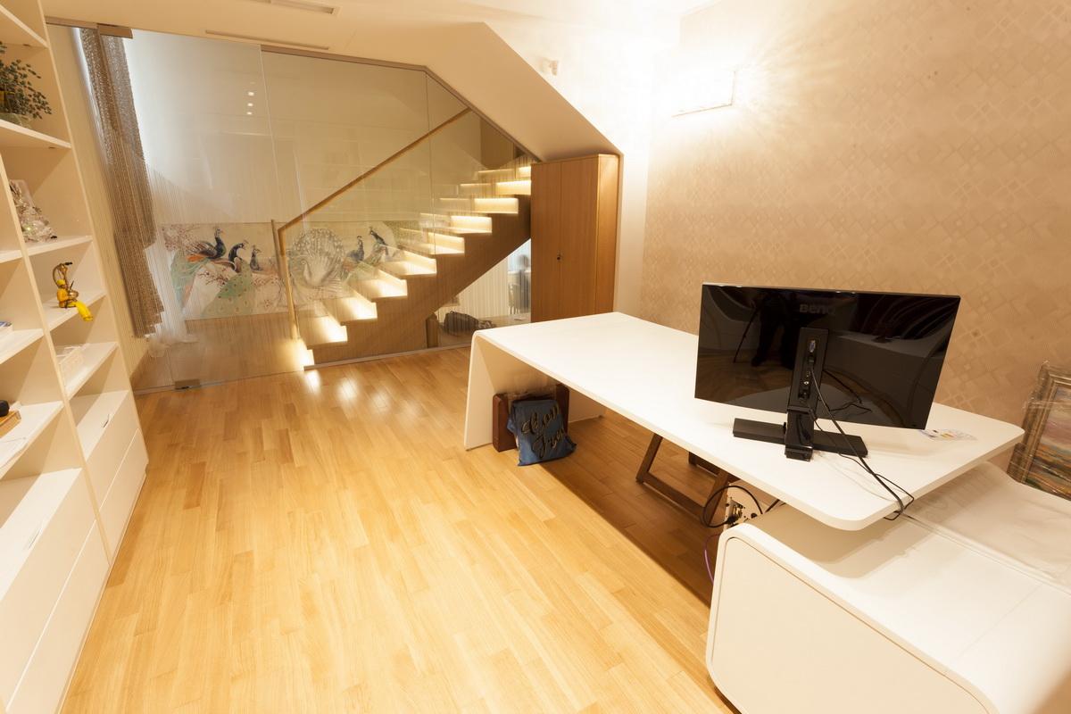 https://nbc-arhitect.ro/wp-content/uploads/2020/10/NBC-ARHITECT-_-housing-_-Sandu-Aldea-House-Villa-_-interior-view-_-office_2.jpg