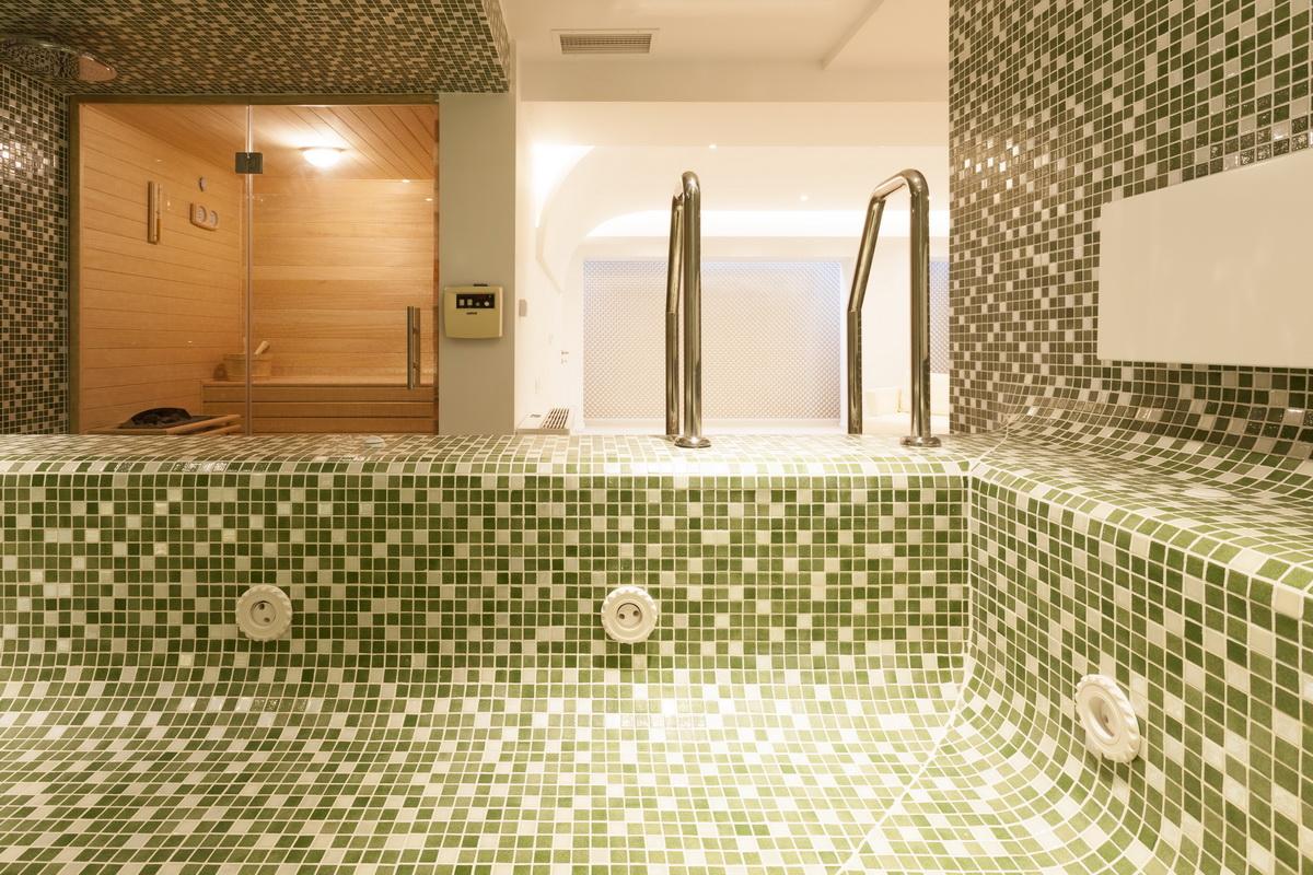https://nbc-arhitect.ro/wp-content/uploads/2020/10/NBC-ARHITECT-_-housing-_-Sandu-Aldea-House-Villa-_-interior-view-_-spa_2.jpg