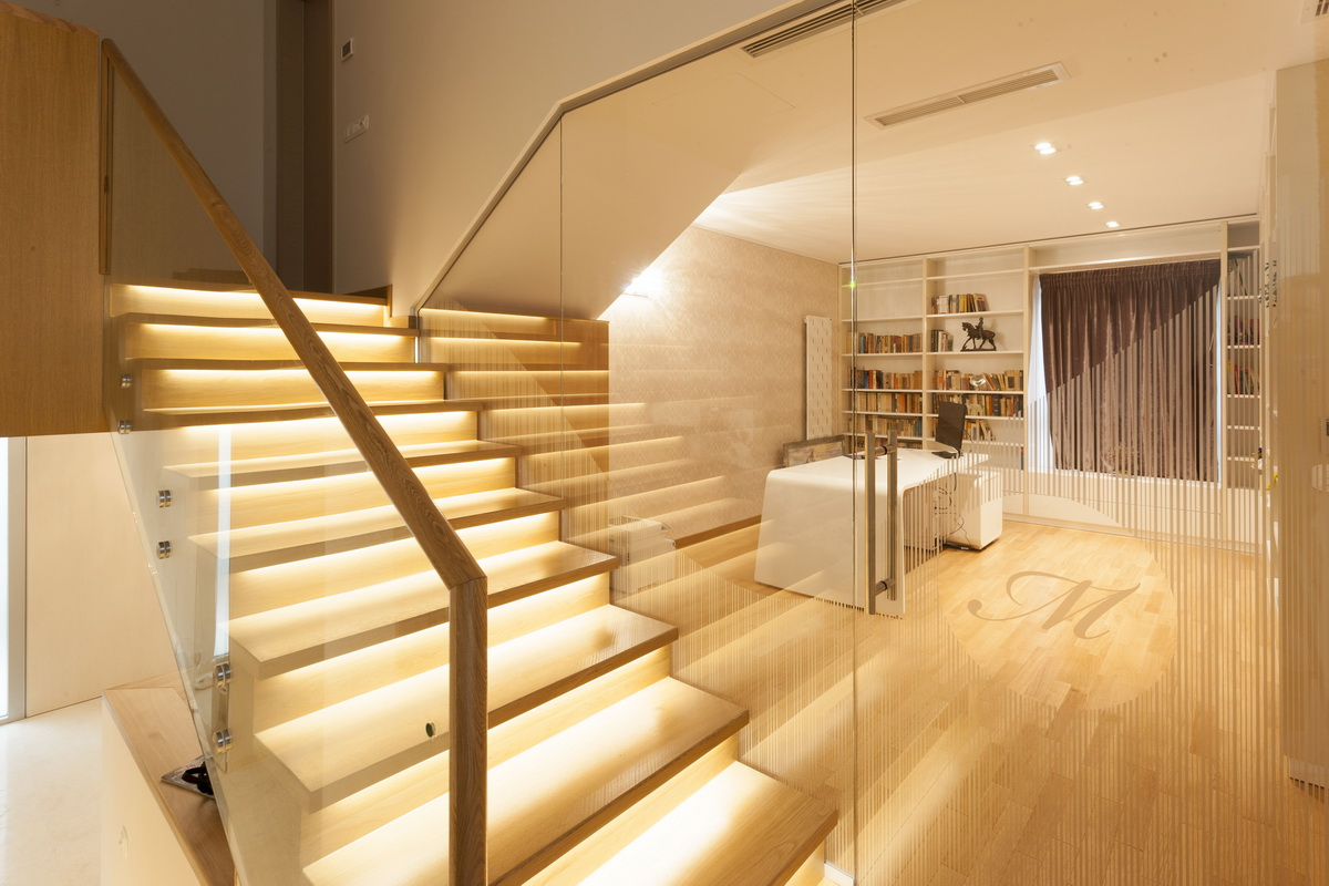 https://nbc-arhitect.ro/wp-content/uploads/2020/10/NBC-ARHITECT-_-housing-_-Sandu-Aldea-House-Villa-_-interior-view-_-stairs_1.jpg