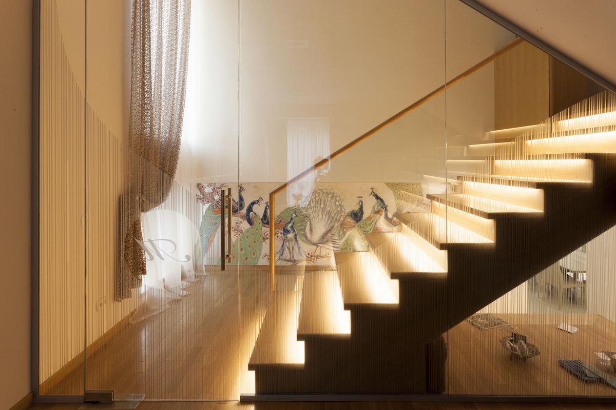 https://nbc-arhitect.ro/wp-content/uploads/2020/10/NBC-ARHITECT-_-housing-_-Sandu-Aldea-House-Villa-_-interior-view_2.jpg