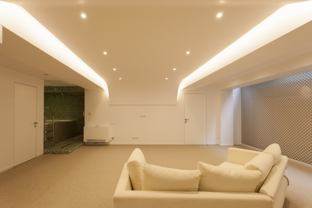 https://nbc-arhitect.ro/wp-content/uploads/2020/10/NBC-ARHITECT-_-housing-_-Sandu-Aldea-House-Villa-_-interior-view_4.jpg