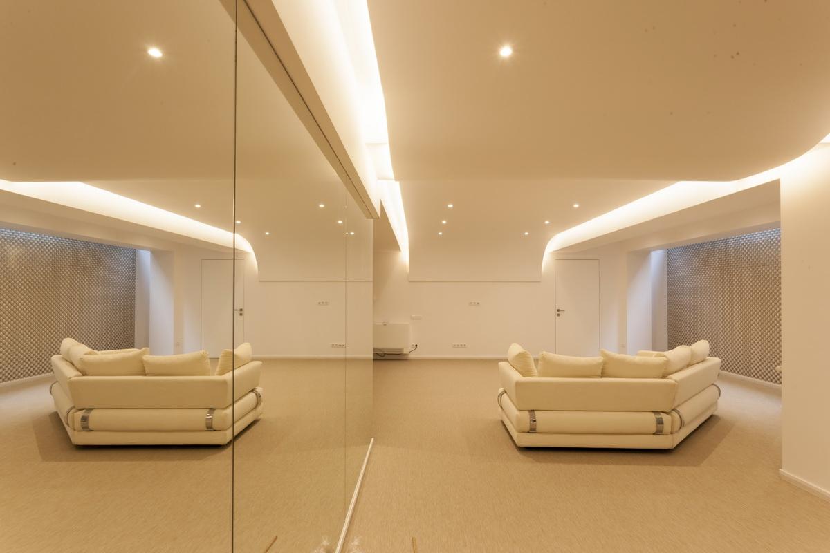 https://nbc-arhitect.ro/wp-content/uploads/2020/10/NBC-ARHITECT-_-housing-_-Sandu-Aldea-House-Villa-_-interior-view_5.jpg