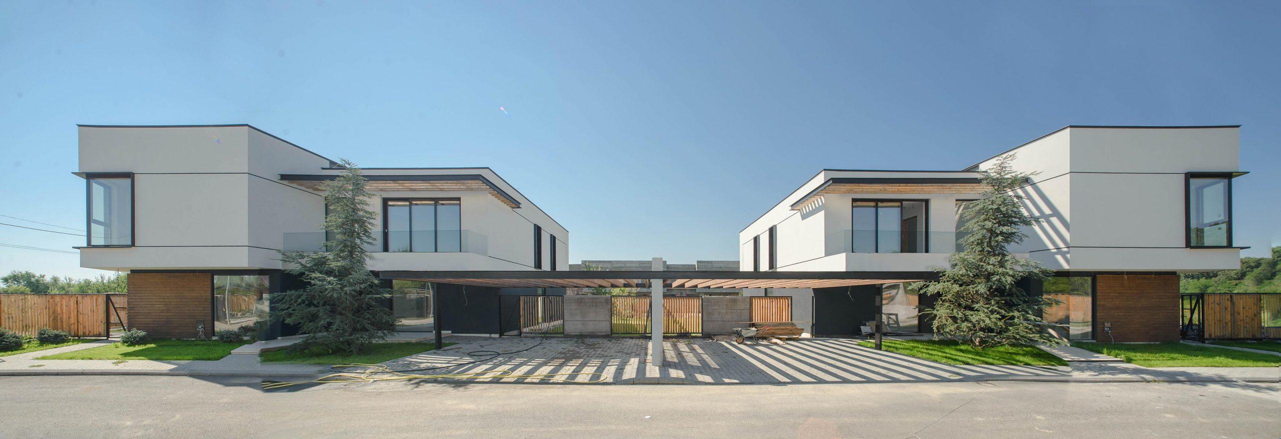 https://nbc-arhitect.ro/wp-content/uploads/2020/10/NBC-Arhitect-_-Arcstil_Residence-_-Romania-_-exterior-view-2-scaled.jpg