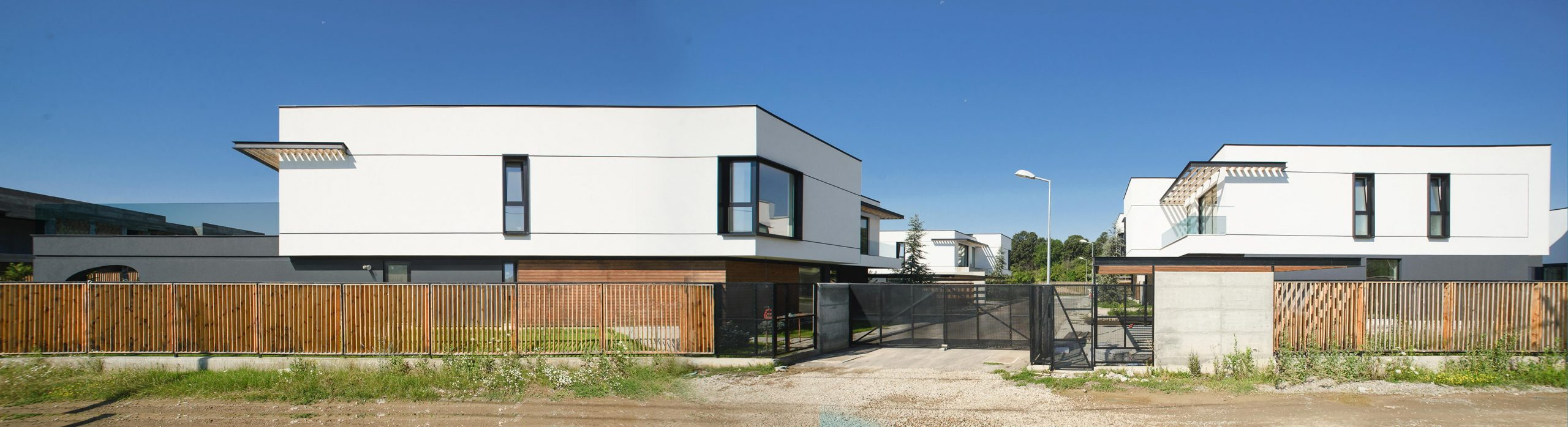 https://nbc-arhitect.ro/wp-content/uploads/2020/10/NBC-Arhitect-_-Arcstil_Residence-_-Romania-_-exterior-view_6-scaled.jpg