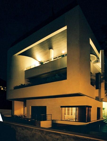 https://nbc-arhitect.ro/wp-content/uploads/2020/10/NBC-Arhitect-_-Cube-House-_-Bucharest-Romania-_-exterior-view_night_photo.jpg