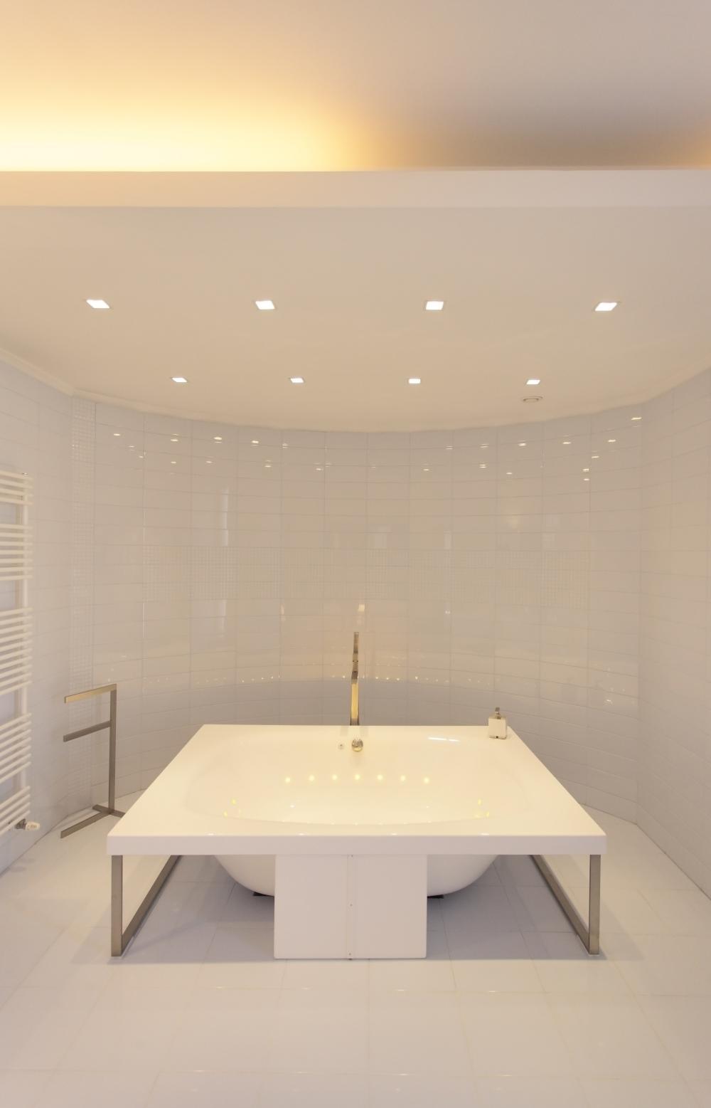 https://nbc-arhitect.ro/wp-content/uploads/2020/10/NBC-Arhitect-_-Cube-House-_-Bucharest-Romania-_-interior-view-bathroom_12.jpg