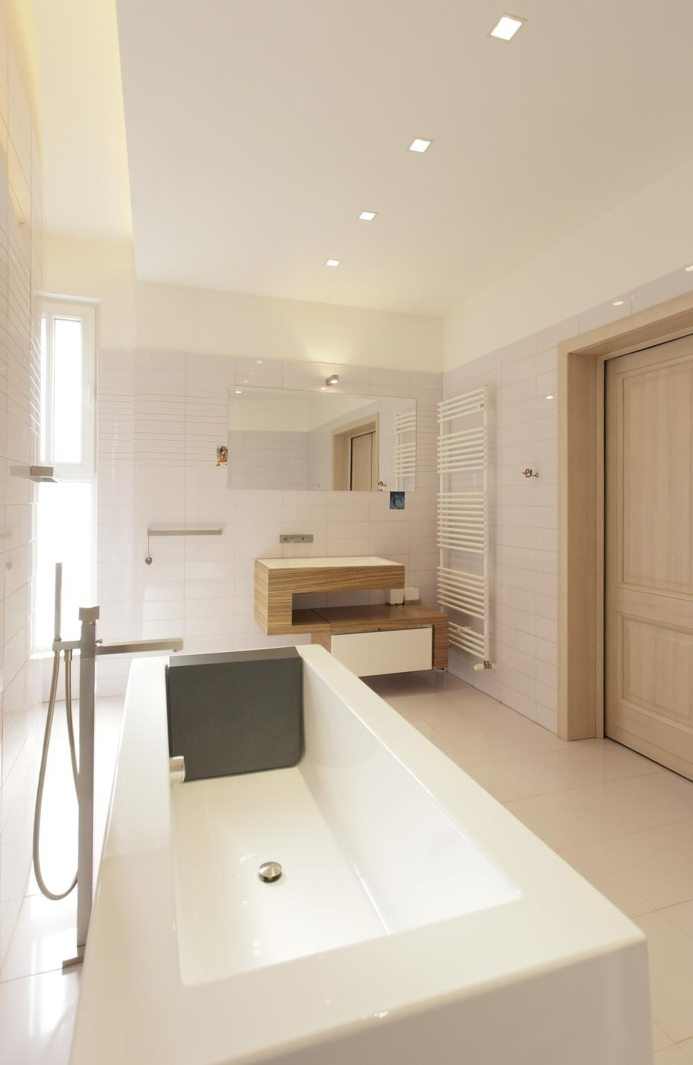 https://nbc-arhitect.ro/wp-content/uploads/2020/10/NBC-Arhitect-_-Cube-House-_-Bucharest-Romania-_-interior-view-bathroom_3.jpg