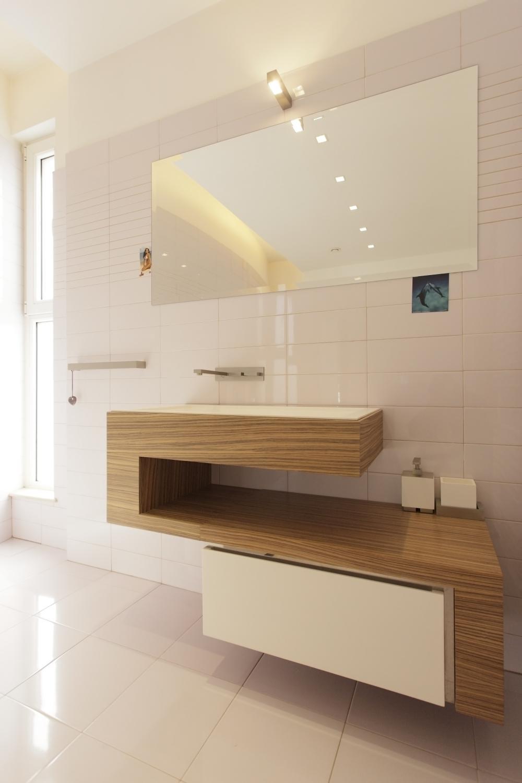 https://nbc-arhitect.ro/wp-content/uploads/2020/10/NBC-Arhitect-_-Cube-House-_-Bucharest-Romania-_-interior-view-bathroom_5.jpg