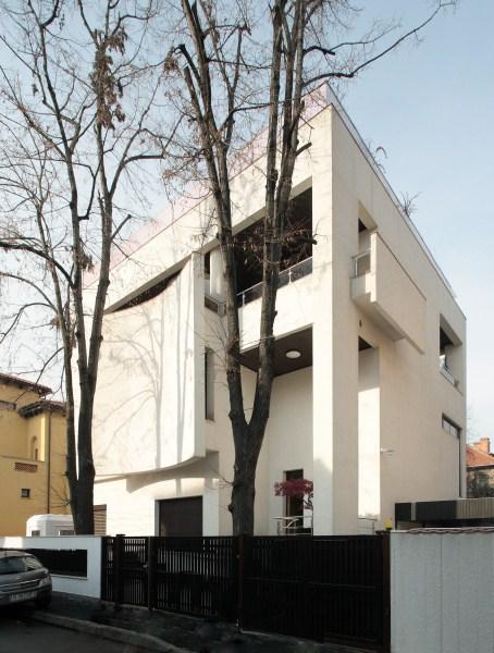 https://nbc-arhitect.ro/wp-content/uploads/2020/10/NBC-Arhitect-_-Cube-House-_-Bucharest-Romania-_-view-exterior.jpg
