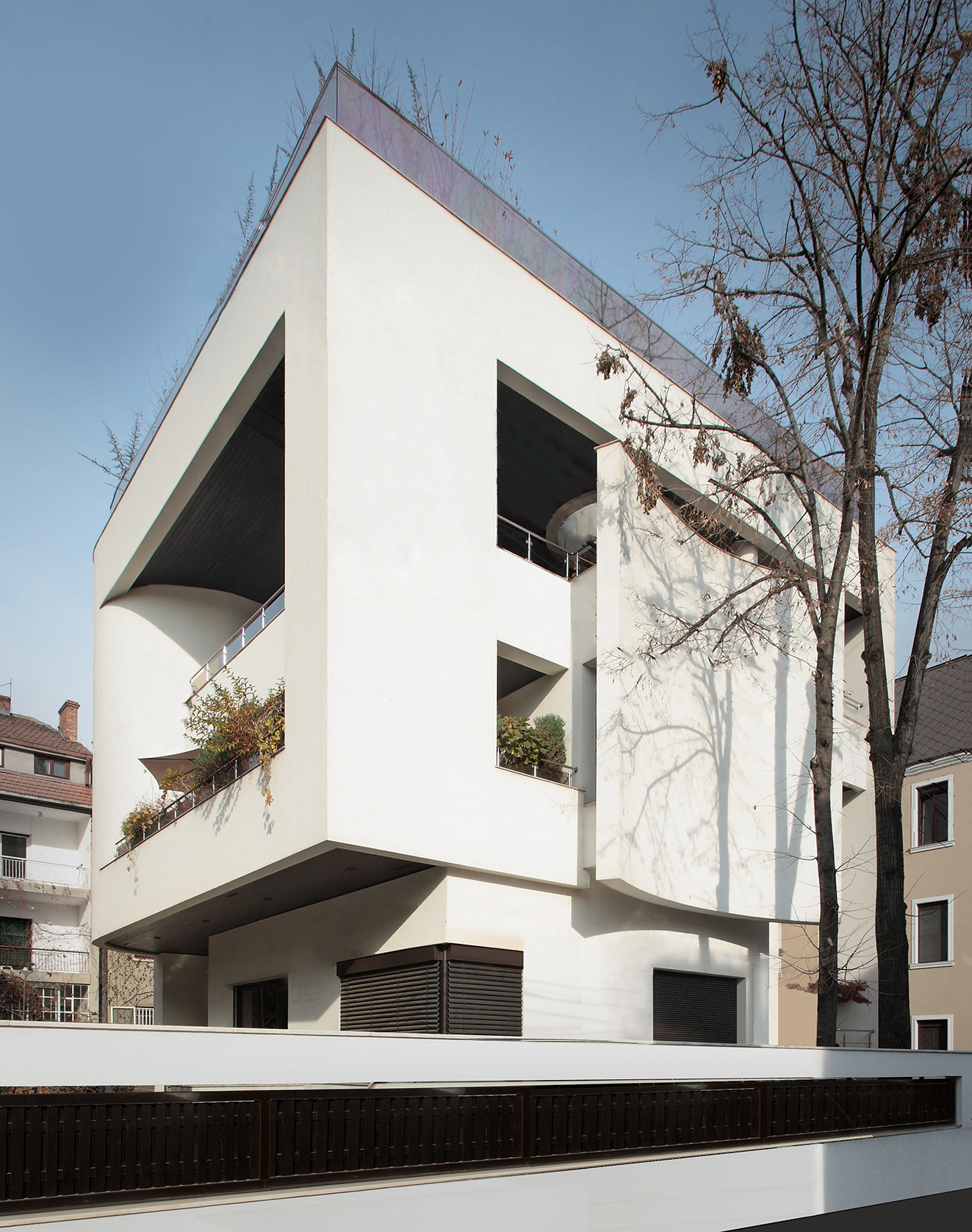 https://nbc-arhitect.ro/wp-content/uploads/2020/10/NBC-Arhitect-_-Cube-House-_-Bucharest-Romania-_-view-exterior_2.jpg
