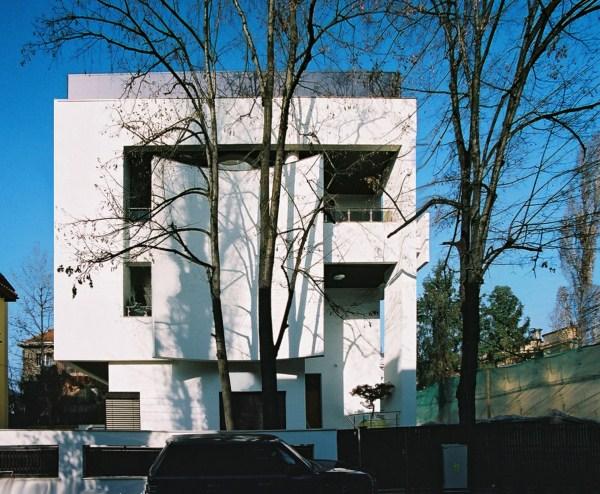 https://nbc-arhitect.ro/wp-content/uploads/2020/10/NBC-Arhitect-_-Cube-House-_-Bucharest-Romania-_-view1.jpg