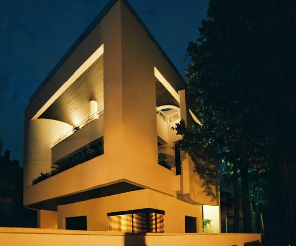 https://nbc-arhitect.ro/wp-content/uploads/2020/10/NBC-Arhitect-_-Cube-House-_-Bucharest-Romania-_-view2.jpg