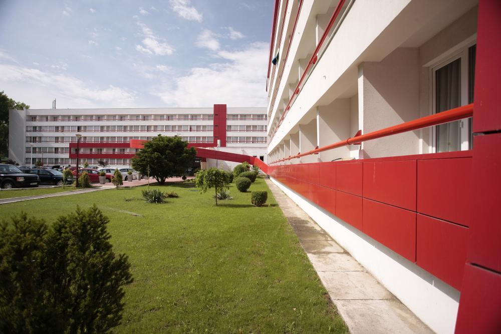https://nbc-arhitect.ro/wp-content/uploads/2020/10/NBC-Arhitect-_-Golden-Tulip-Hotel-_-Mamaia-Romania-_-exterior-view-2.jpg