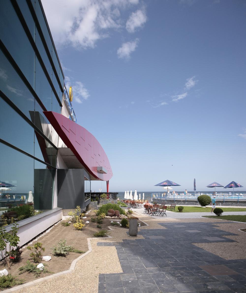 https://nbc-arhitect.ro/wp-content/uploads/2020/10/NBC-Arhitect-_-Golden-Tulip-Hotel-_-Mamaia-Romania-_-exterior_view-6.jpg