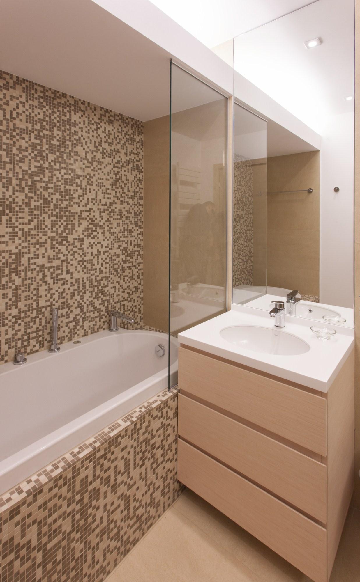 https://nbc-arhitect.ro/wp-content/uploads/2020/10/NBC-Arhitect-_-Petofi-Sandor-_-Housing-_-interior-design_bathroom_2.jpg