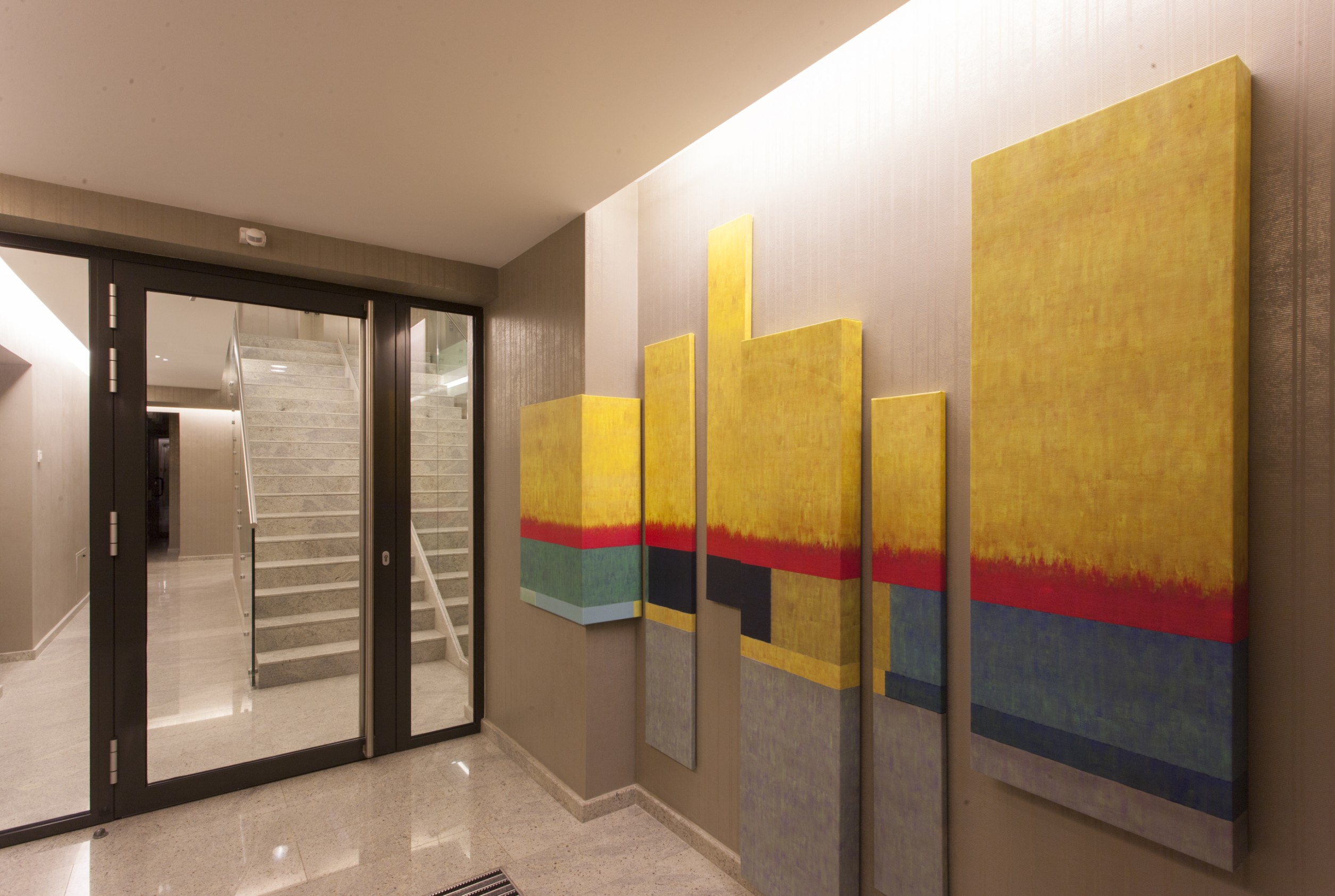 https://nbc-arhitect.ro/wp-content/uploads/2020/10/NBC-Arhitect-_-Petofi-Sandor-_-Housing-_-interior-design_entrance.jpg