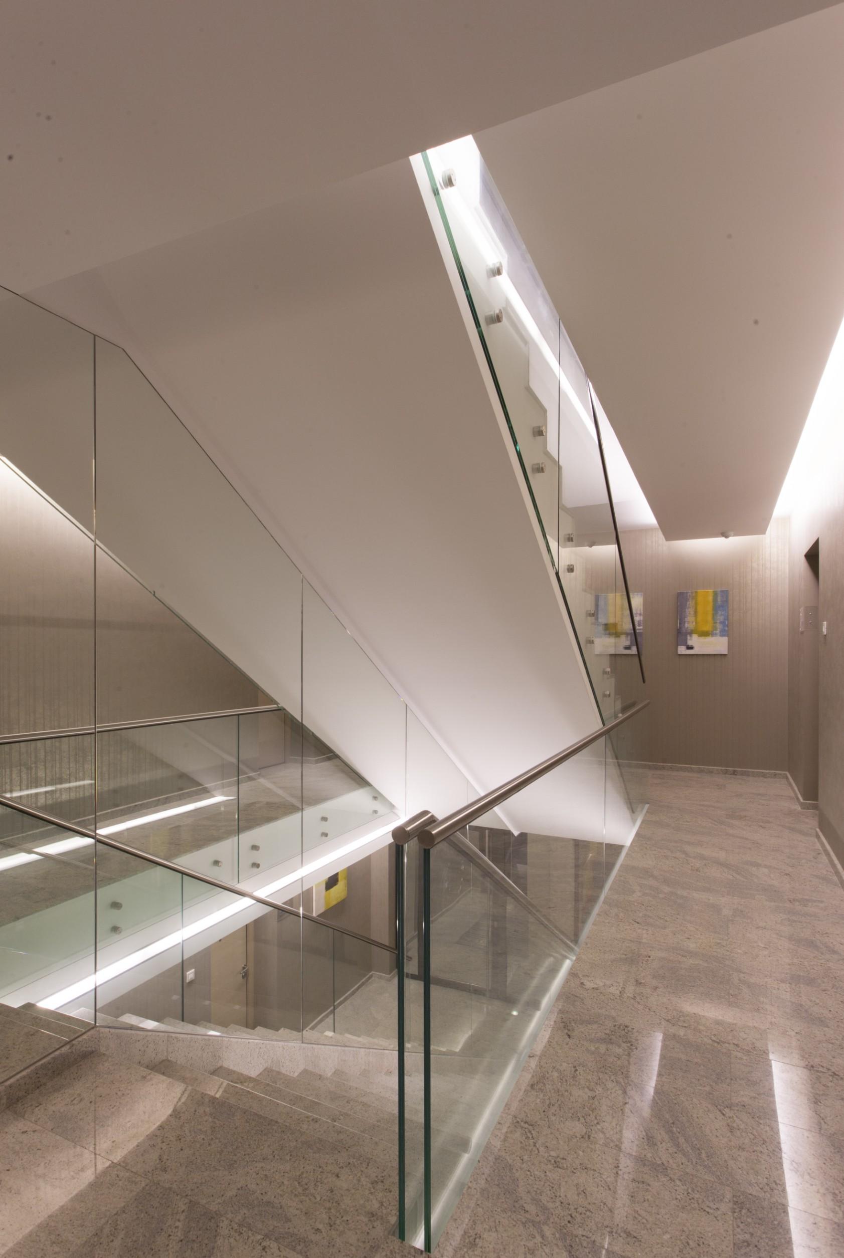 https://nbc-arhitect.ro/wp-content/uploads/2020/10/NBC-Arhitect-_-Petofi-Sandor-_-Housing-_-interior-design_stairs_3.jpg