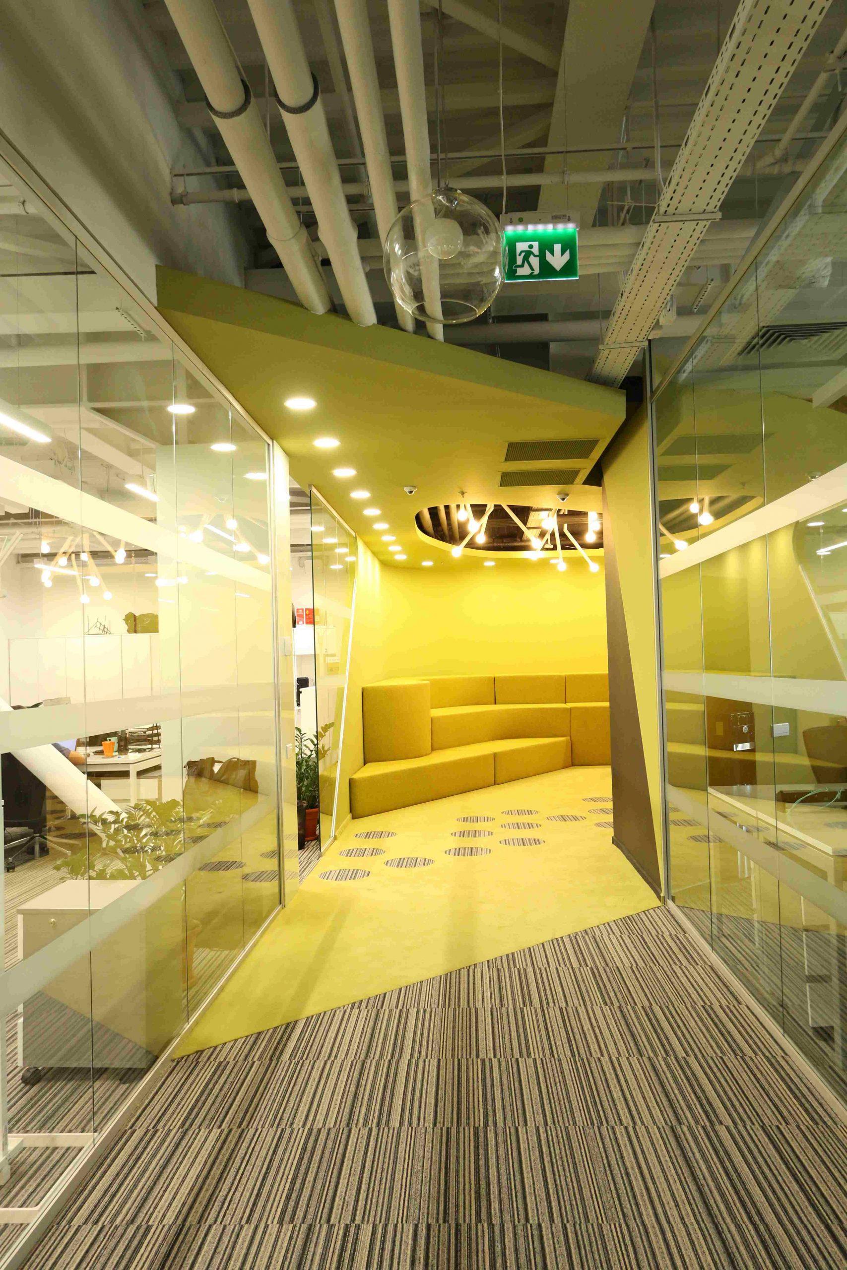 https://nbc-arhitect.ro/wp-content/uploads/2020/10/NBC-Arhitect-_-interiors-_-HQ-Mega-Image-_-Romania-_-interior-design-view_1-scaled.jpg