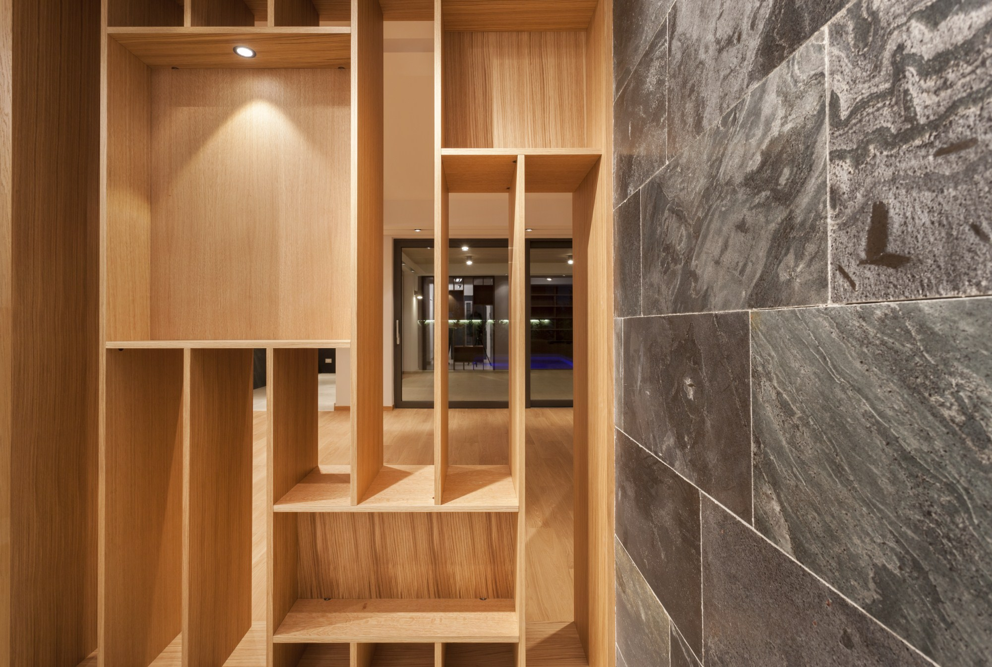 https://nbc-arhitect.ro/wp-content/uploads/2020/10/NBC-Arhitect-_-interiors-_-Vila-Pipera-_-Bucharest-Romania-_-interior-design-view_26.jpg