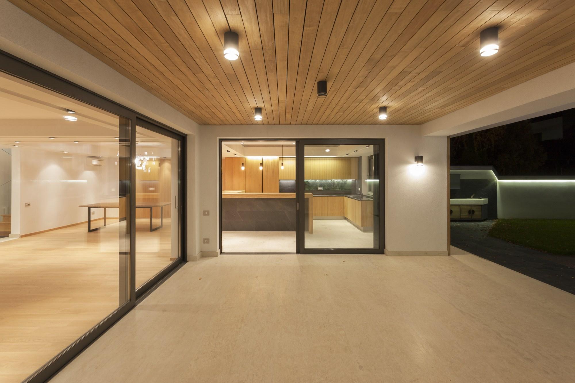 https://nbc-arhitect.ro/wp-content/uploads/2020/10/NBC-Arhitect-_-interiors-_-Vila-Pipera-_-Bucharest-Romania-_-interior-design-view_5.jpg