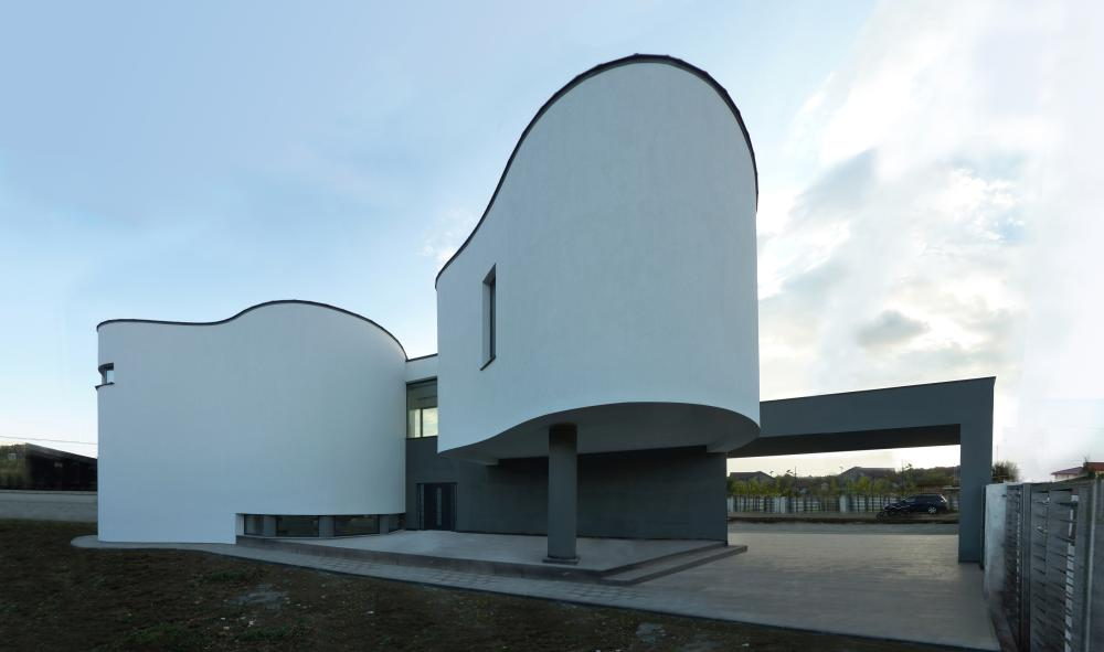 https://nbc-arhitect.ro/wp-content/uploads/2020/10/NBC-Arhitect-_-residences-_-Serban-House-Villa-_-Romania-_-exterior-view_20.jpg