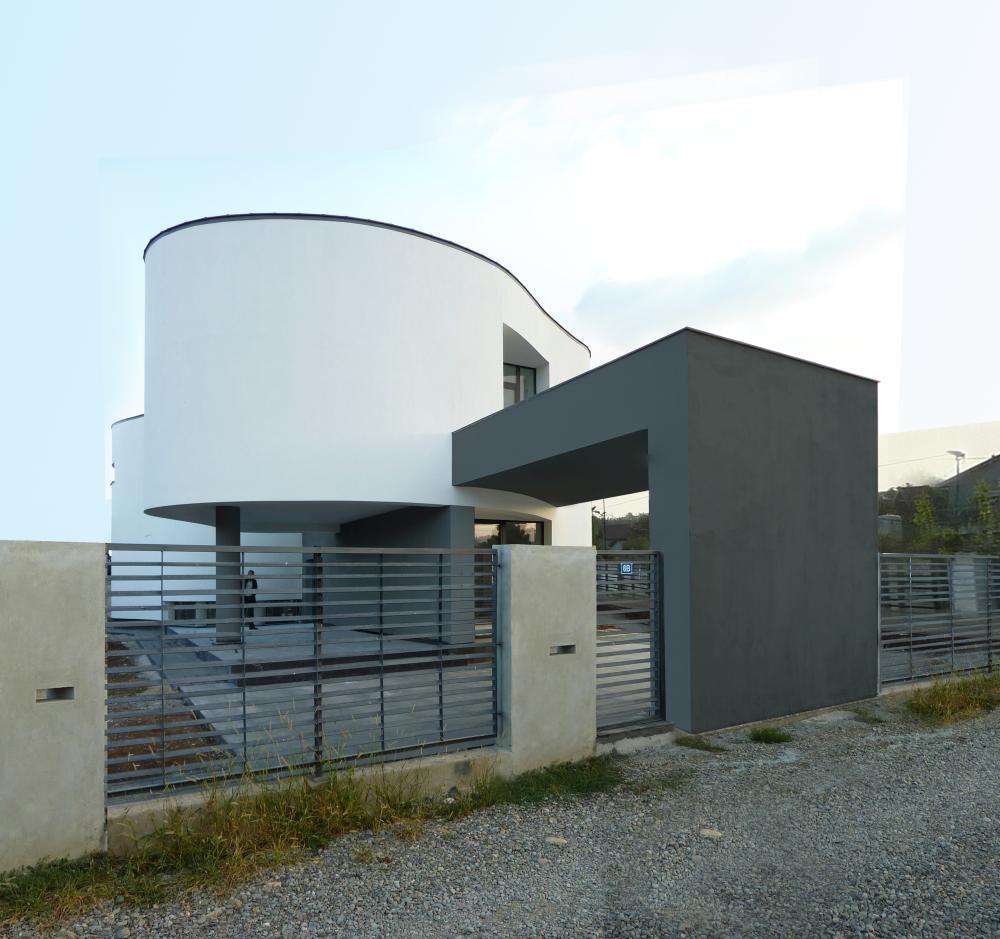 https://nbc-arhitect.ro/wp-content/uploads/2020/10/NBC-Arhitect-_-residences-_-Serban-House-Villa-_-Romania-_-exterior_view_10.jpg