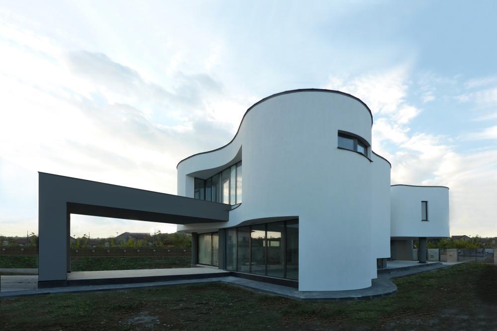 https://nbc-arhitect.ro/wp-content/uploads/2020/10/NBC-Arhitect-_-residences-_-Serban-House-Villa-_-Romania-_-exterior_view_1residences.jpg