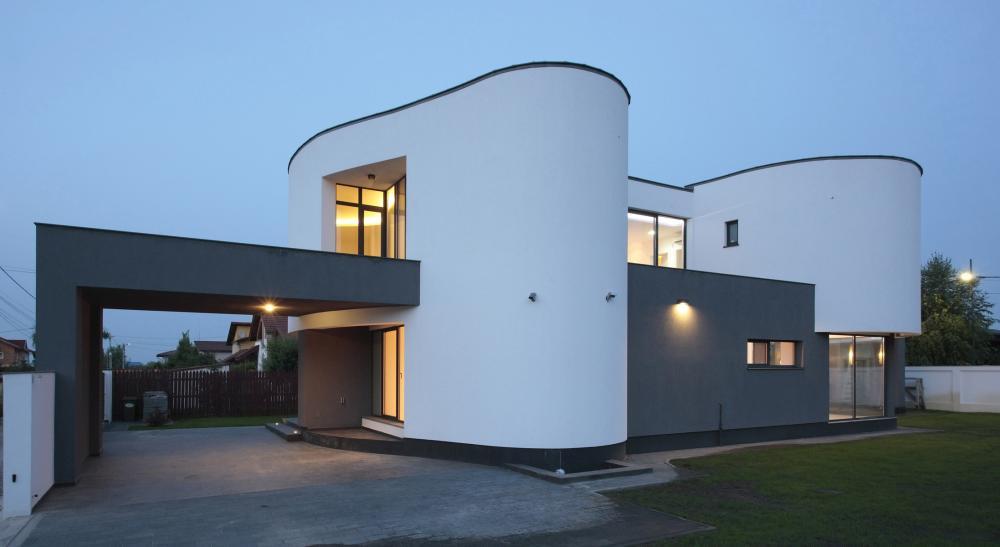 https://nbc-arhitect.ro/wp-content/uploads/2020/10/NBC-Arhitect-_-residences-_-Serban-House-Villa-_-Romania-_-exterior_view_2.jpg