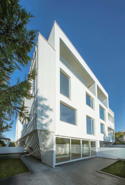 https://nbc-arhitect.ro/wp-content/uploads/2020/10/NBC-Arhitect-_-residential-_-Duplex-Forest-Residence-_-Romania_1.jpg