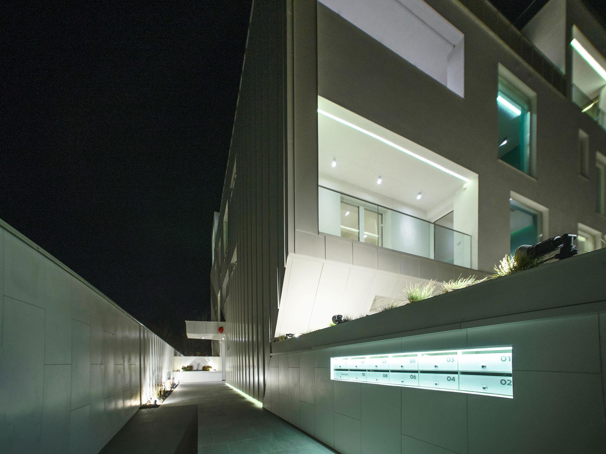 https://nbc-arhitect.ro/wp-content/uploads/2020/10/NBC-Arhitect-_-residential-_-Duplex-Forest-Residence-_-Romania_49.jpg