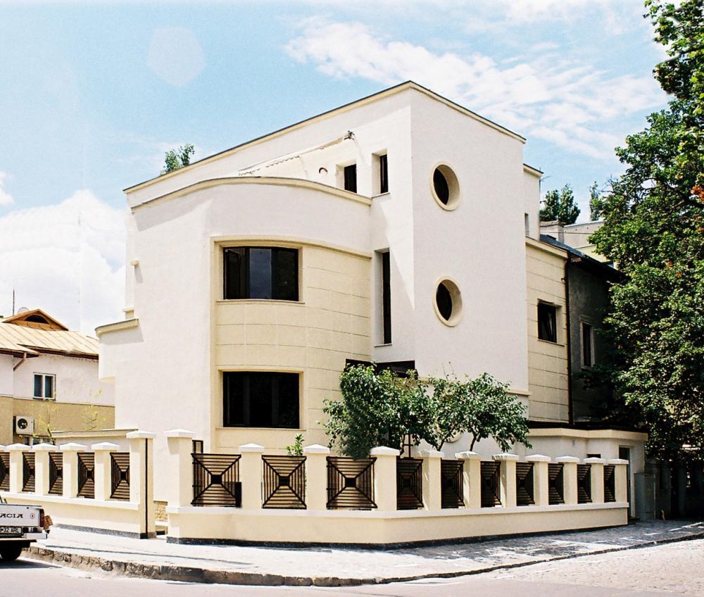 https://nbc-arhitect.ro/wp-content/uploads/2020/10/NBC-Arhitect-_-restorations-_-Pangrati-House-_-Romania_1.jpg