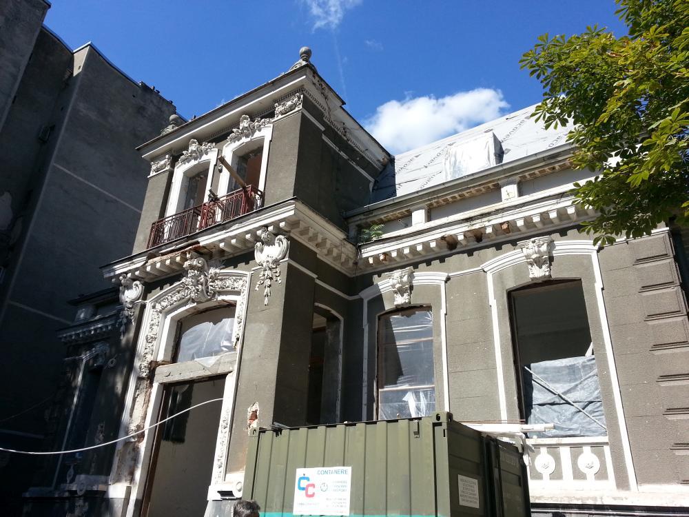 https://nbc-arhitect.ro/wp-content/uploads/2020/10/NBC-Arhitect-_-restorations-_-Sfintilor-House-_-Romania_1.jpg