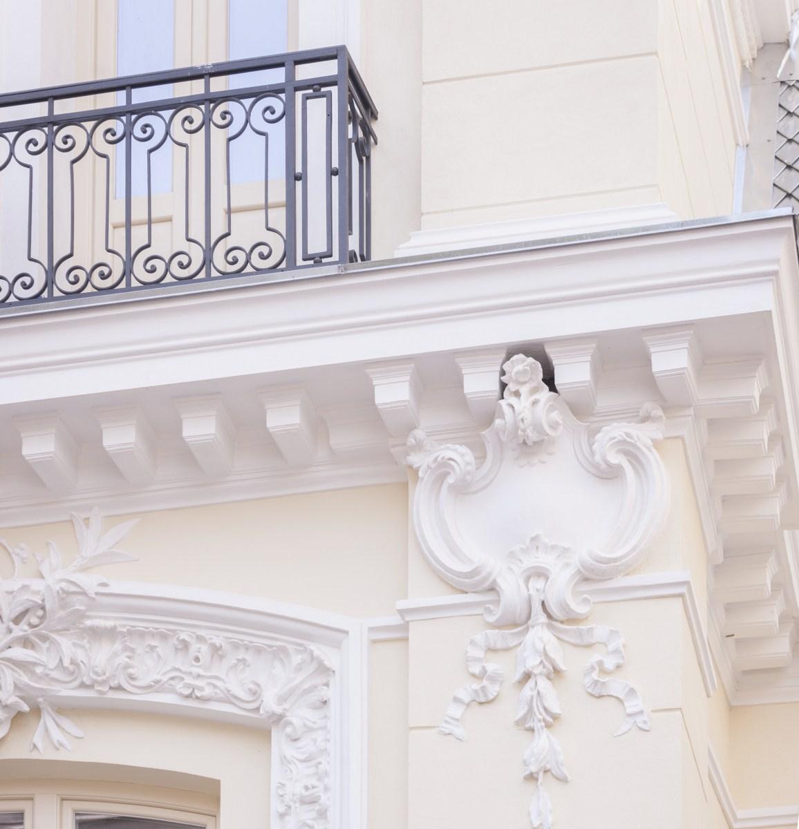 https://nbc-arhitect.ro/wp-content/uploads/2020/10/NBC-Arhitect-_-restorations-_-Sfintilor-House-_-Romania_12.jpg