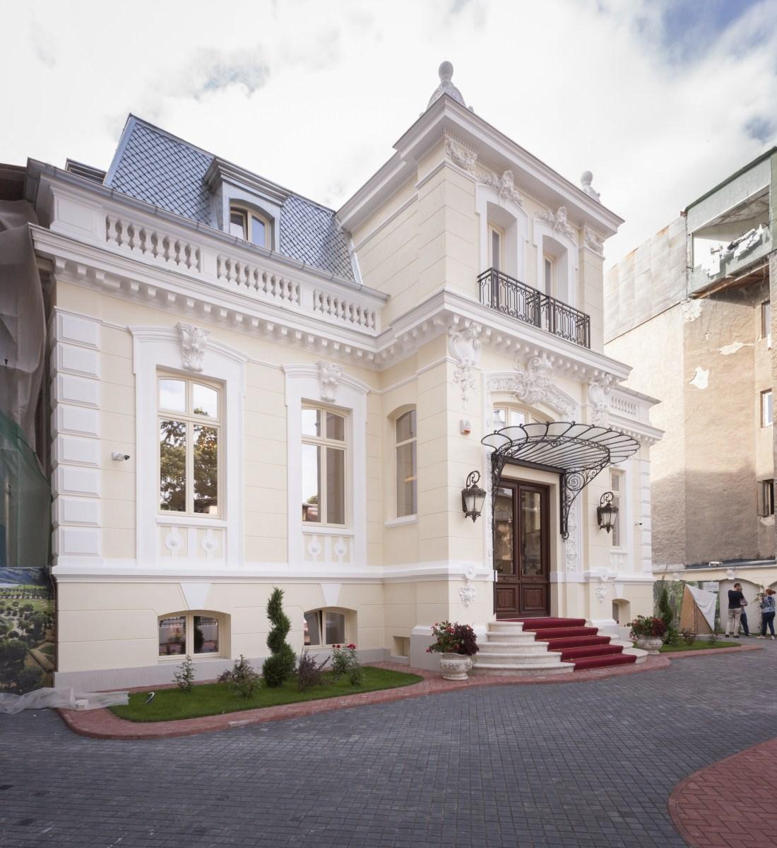 https://nbc-arhitect.ro/wp-content/uploads/2020/10/NBC-Arhitect-_-restorations-_-Sfintilor-House-_-Romania_6.jpg