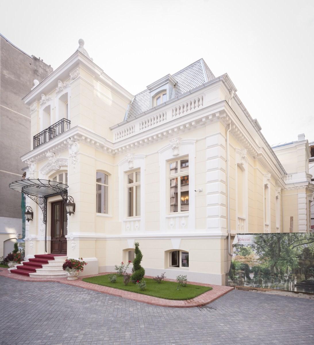 https://nbc-arhitect.ro/wp-content/uploads/2020/10/NBC-Arhitect-_-restorations-_-Sfintilor-House-_-Romania_7.jpg