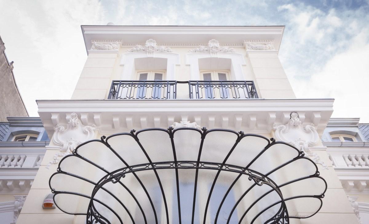 https://nbc-arhitect.ro/wp-content/uploads/2020/10/NBC-Arhitect-_-restorations-_-Sfintilor-House-_-Romania_9.jpg