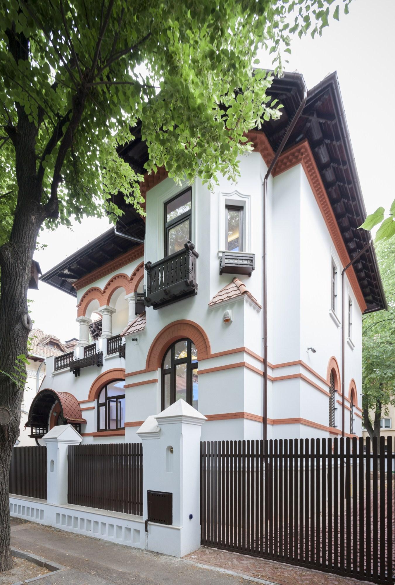 https://nbc-arhitect.ro/wp-content/uploads/2020/10/NBC-Arhitect-_-restorations-_-Washington-House-_-Bucharest-Romania_41.jpg
