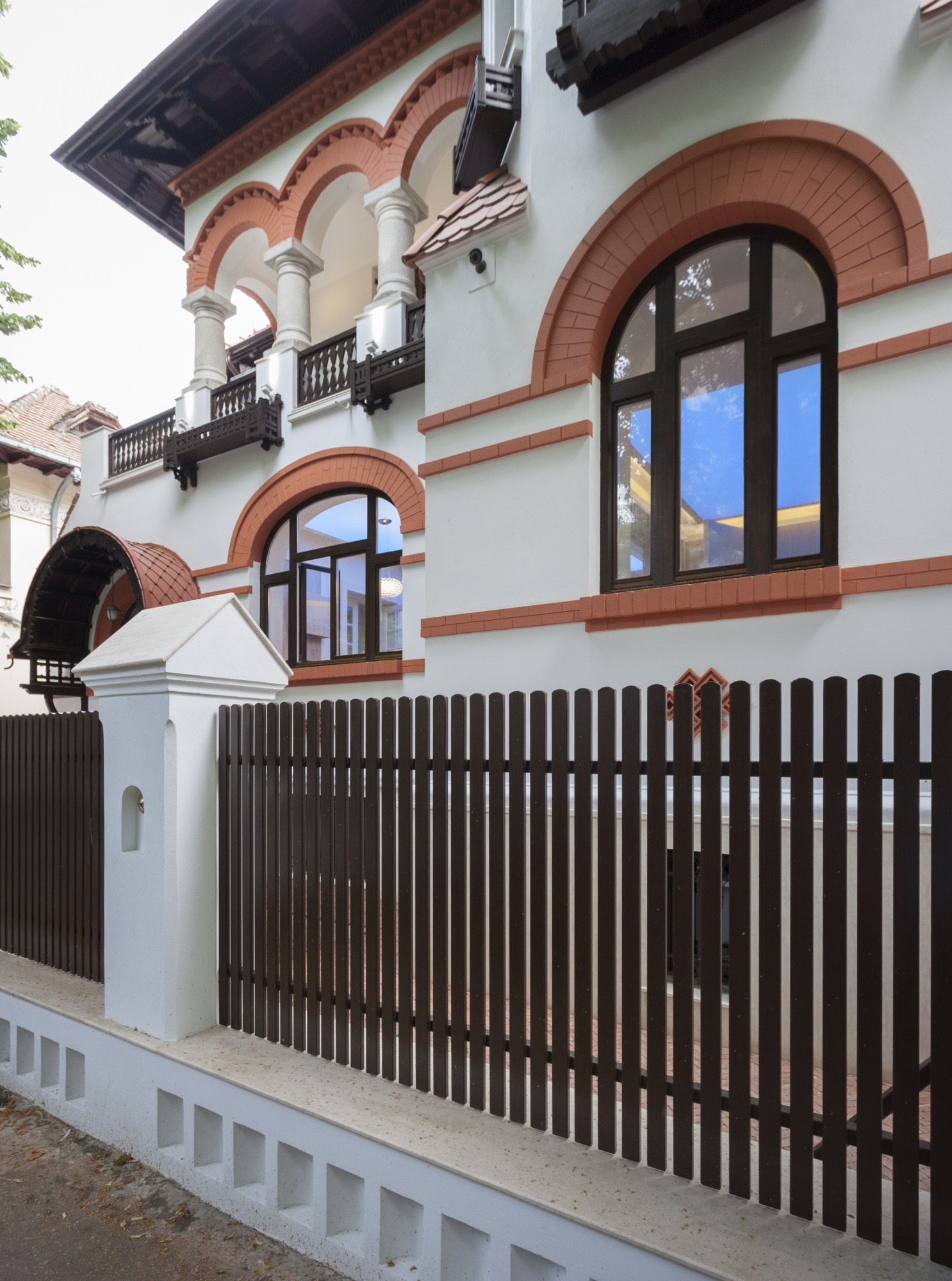 https://nbc-arhitect.ro/wp-content/uploads/2020/10/NBC-Arhitect-_-restorations-_-Washington-House-_-Bucharest-Romania_42.jpg