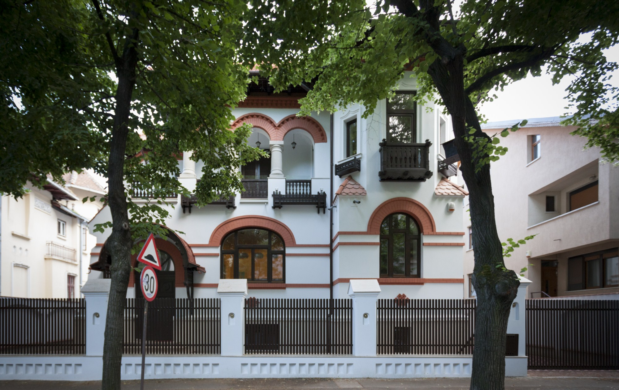 https://nbc-arhitect.ro/wp-content/uploads/2020/10/NBC-Arhitect-_-restorations-_-Washington-House-_-Bucharest-Romania_82.jpg