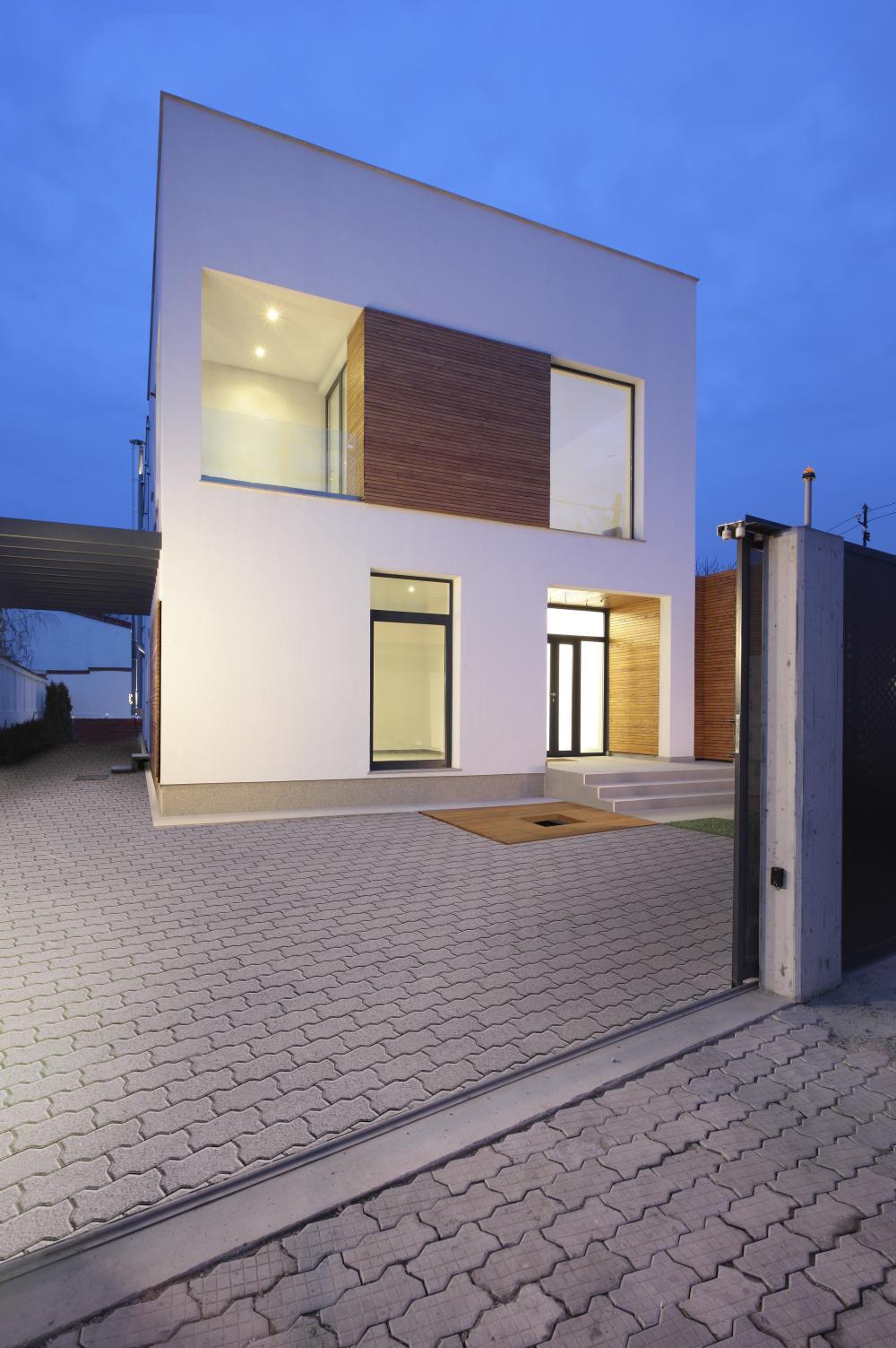 https://nbc-arhitect.ro/wp-content/uploads/2020/11/NBC-ARHITECT-_-residential-_-Mibe-House-_-exterior-view_4.jpg