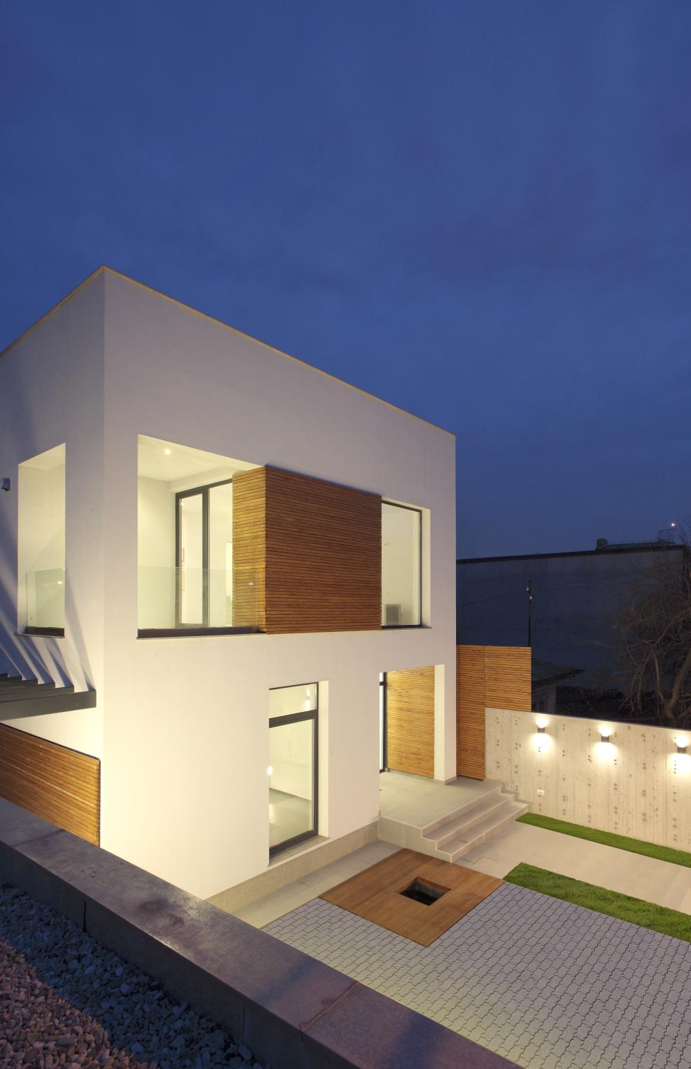 https://nbc-arhitect.ro/wp-content/uploads/2020/11/NBC-ARHITECT-_-residential-_-Mibe-House-_-exterior-view_7.jpg